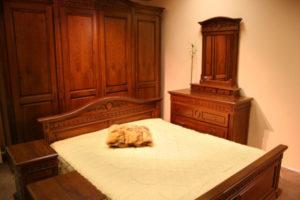 Спальня из красного дерева - Фото